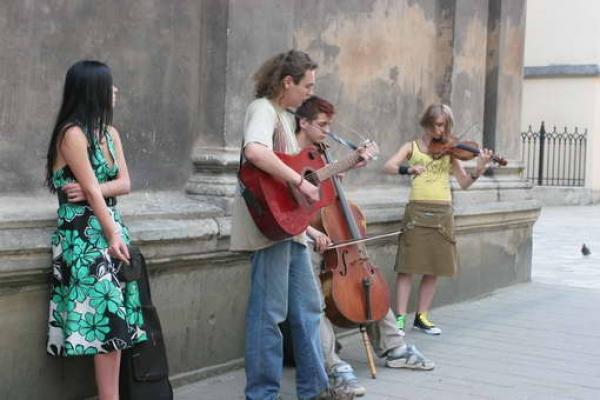 Відтепер у Львові перевірятимуть вуличних музикантів