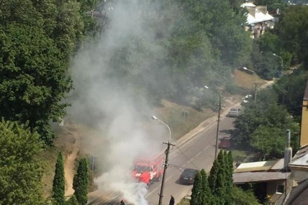 У Львові посеред дороги згоріла машина