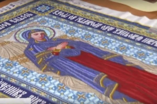 Перша у світі: львівські майстрині виготовили унікальну Плащаницю Богородиці (Відео)