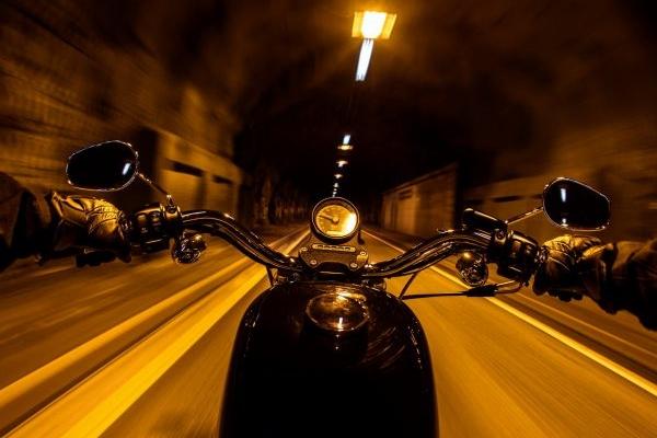 У центрі Львова мотоцикліст збив молоду пару