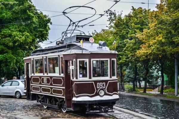 До Дня незалежності у Львові відреставрували ретро-трамвай