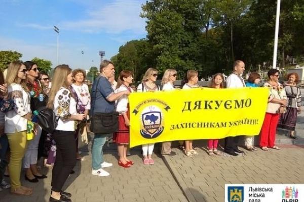 День Незалежності розпочався у Львові з молитви на Личаківському кладовищі