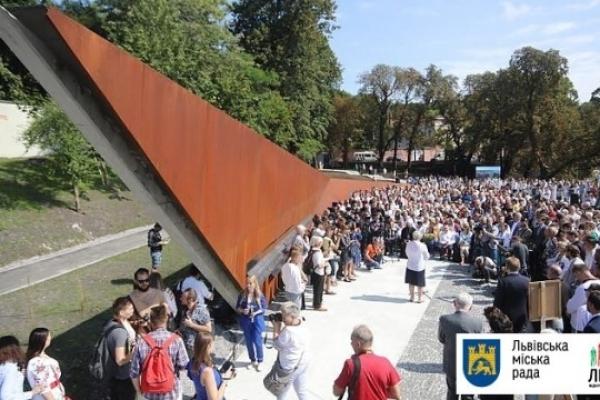 Відео дня: Меморіал пам'яті героїв Небесної сотні у Львові з висоти пташиного польоту