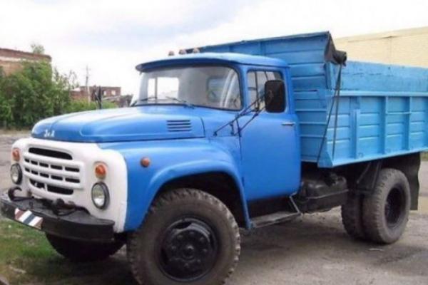 Вантажівка переїхала на Львівщині свого водія