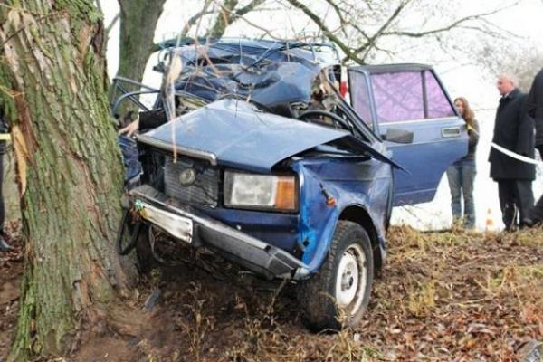 Пасажирка легковика смертельно травмувалася внаслідок зіткнення з деревом на Львівщині