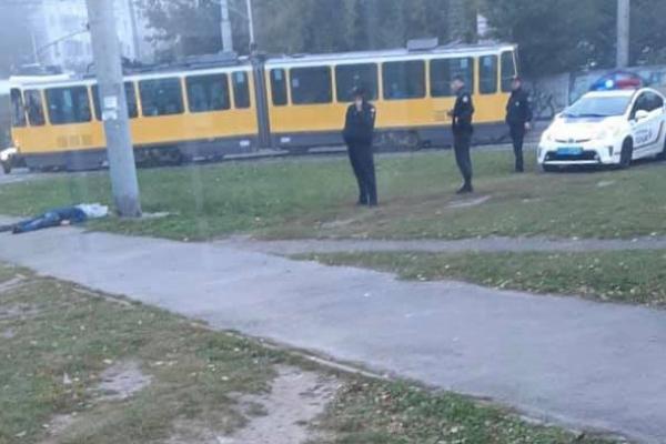 У Львові на кінцевій трамвая знайшли труп (Фото)