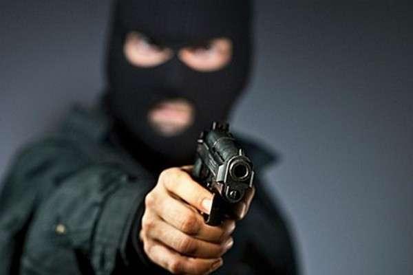 Збройне пограбування: на Сокальщині двоє чоловіків напали на фермера і заволоділи 200 тисячами гривень