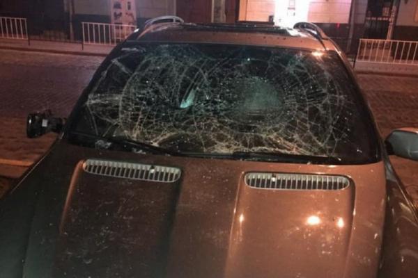 24-річний львів'янин заплатить 440 тис. грн за стрибки по чужому автомобілі