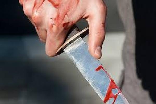 У Львові в трамваї чоловіка вдарили ножем в груди