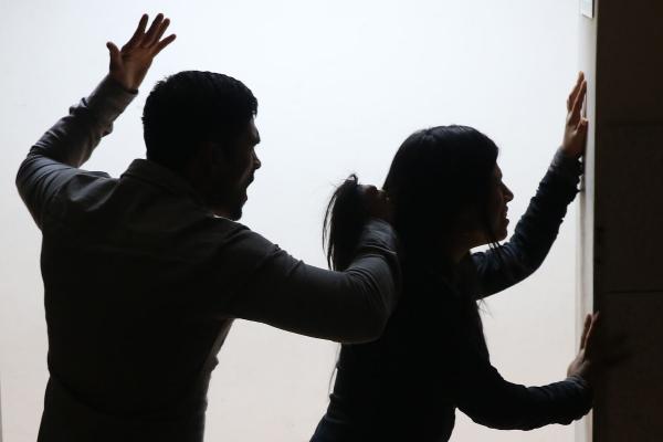 У Львові жінка потрапила до травмпункту через п'яну лють коханого
