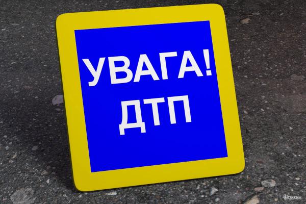На трасі Львів-Самбір-Ужгород перекинувся автомобіль