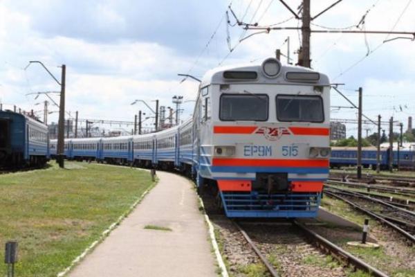 «Львівська залізниця» попередила про можливе запізнення потягів