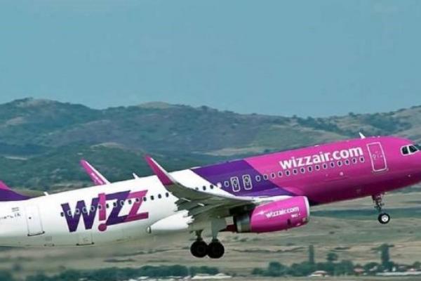 Через туман літак Wizz Air покружляв над Львовом і полетів до Словаччини