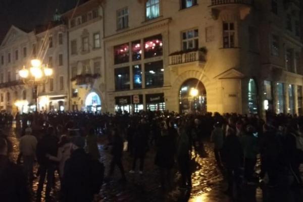 У Львові на площі Ринок знову бійка фанатів