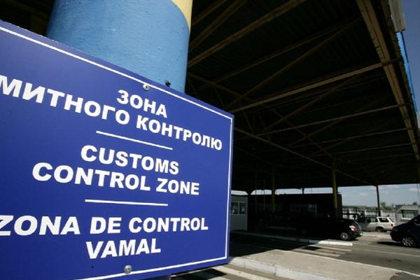 Львівські митники знайшли майже 3 кілограма бурштину (Фото)
