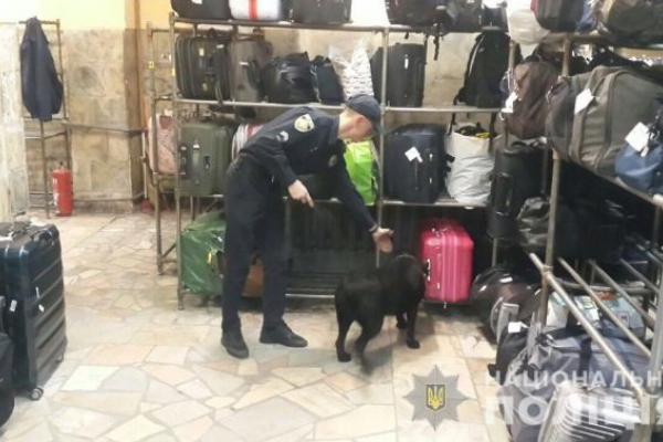 700 людей були евакуйовані зі львівського вокзалу