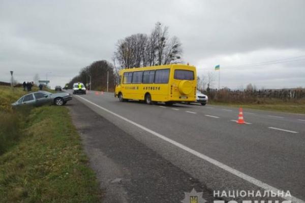 10 дітей потрапили до лікарні після зіткнення «Школярика» та «Опеля» (Відео)