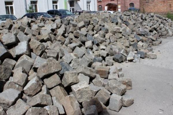 У Львові вимагають заборонити демонтаж історичної бруківки