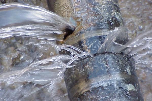 У Львові через витік вимкнули воду ще 10 вулицям