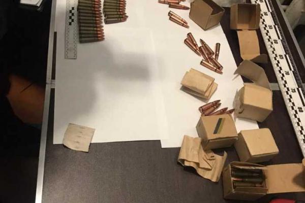 У центрі Львова на горищі будинку виявили зброю