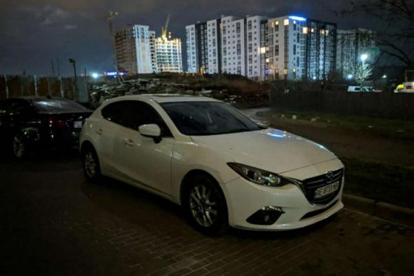 Вночі у Львові викрали автомобіль Mazda 3