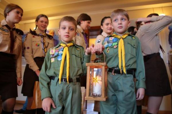 Пластуни передали Вифлеємський вогонь миру Львівській ОДА