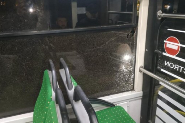 У Львові обстріляли пасажирський автобус (Фото)