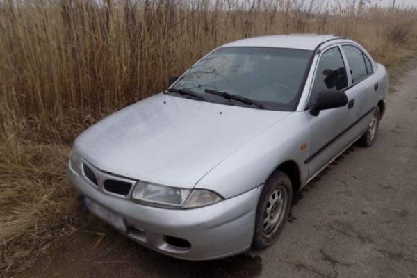На АЗС у Яворові викрали автомобіль поки водій розплачувався за пальне