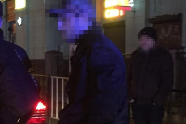 У Львові іноземці вчинили грабіж - забрали телефоном та гаманець