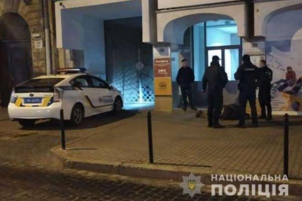 У центрі Львова під час конфлікту зловмисник поранив ножем чоловіка