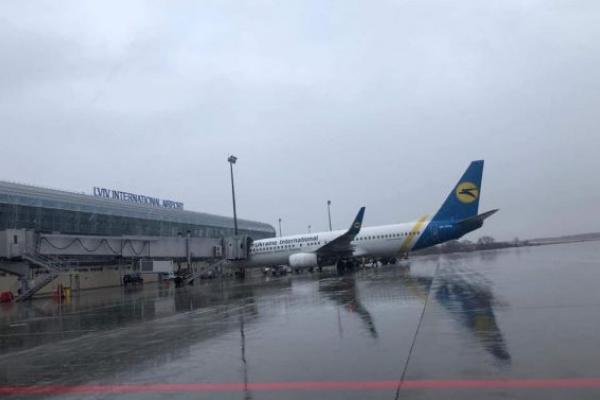 Старий термінал аеропорту «Львів» відновив роботу