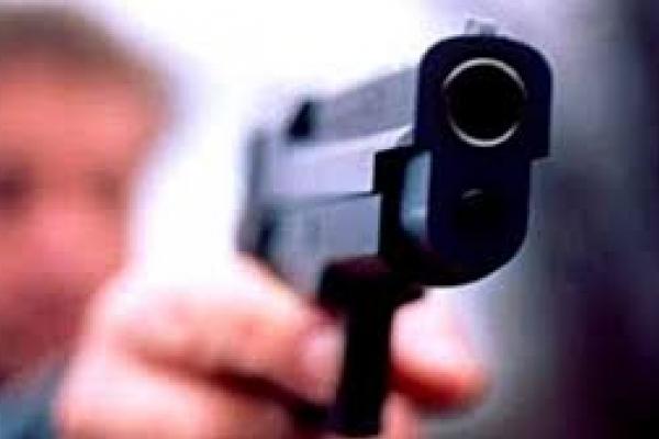 У Львові чоловік під час допиту вкрав у поліцейського пістолет і посвідчення