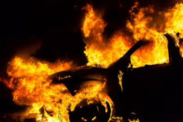 На Львівщині за ніч згоріло два автомобілі