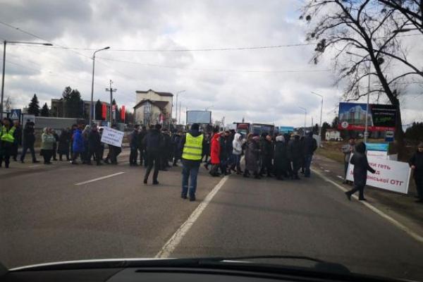Селяни перекрили трасу «Львів – Рава-Руська»