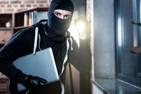 У Жовкві неповнолітній самбірчанин спробував викрасти ноутбук вартістю 68 тис. грн