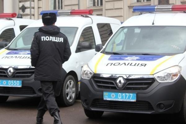 У Львові чоловік після виписаного штрафу кинувся на авто патрульних