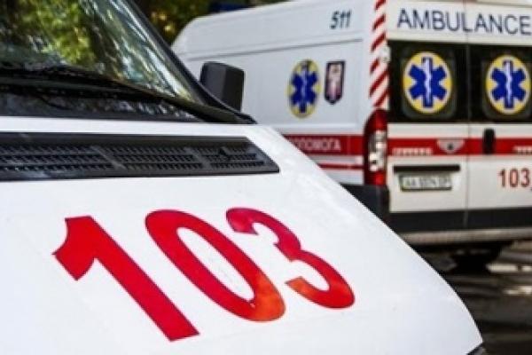 19-річного хлопця з Чернівців через підвищену температуру госпіталізували у Краковці