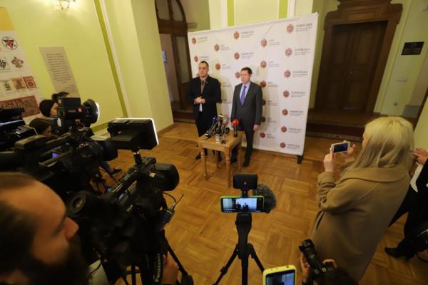 На Львівщині лікарям обіцяють додаткові кошти