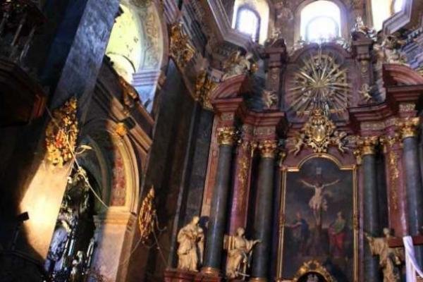 Гарнізонний храм св. ап. Петра та Павла оголосив збір коштів на апарат штучної вентиляції легень