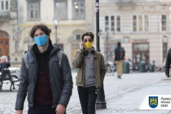 Львів'янам розповіли, як правильно носити маски