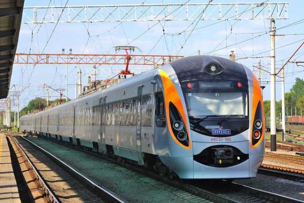 До Львова прибув потяг з українцями з Перемишля