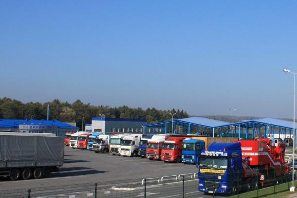 Львівські митники пропустили майже 18 тисяч вантажівок