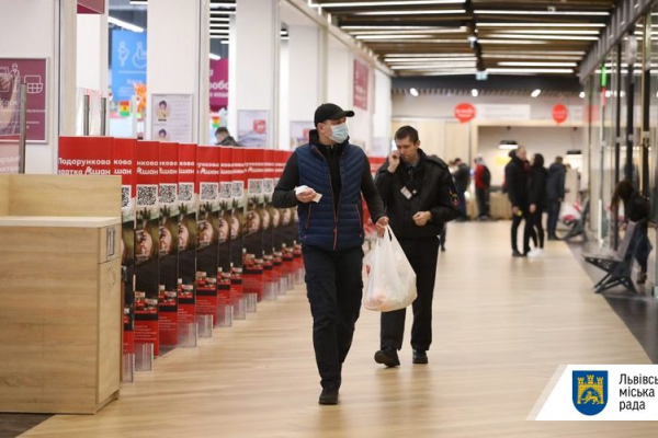 У Львові заборонено вхід до магазинів без масок