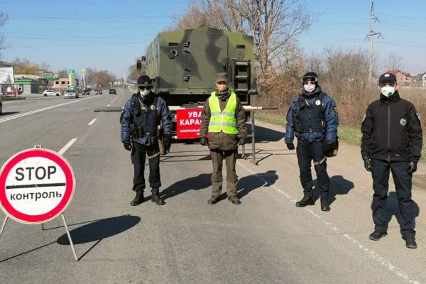 На автошляхах, що ведуть на Львівщину, встановили блок-пости