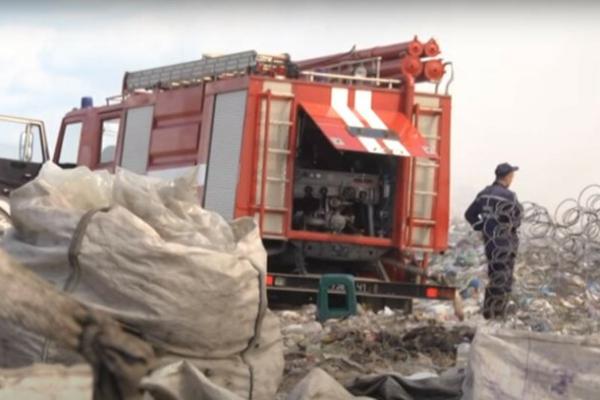Під Львовом горіли гори сміття, в яких знайшли обгоріле тіло чоловіка (Фото)