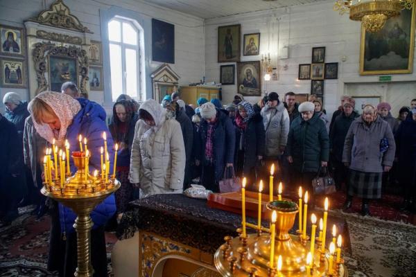 УПЦ МП закликала парафіян забрати благодатний вогонь, попри карантин