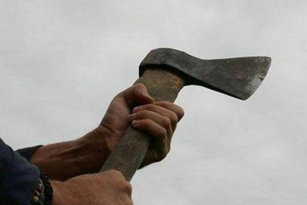 На Львівщині чоловіка підозрюють у кривавому навмисному вбивстві сокирою
