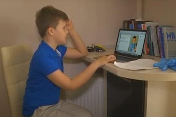 Дев'ятирічний львів'янин винайшов спосіб навчити українців одягати маски і мити руки (Відео)