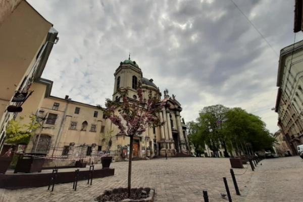 Без святкувань та з безлюдними вулицями: Львів відсвяткував День міста