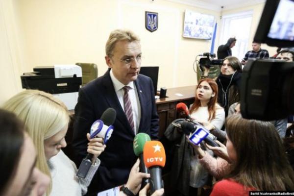 Заступник Авакова не наважився дискутувати з Садовим російською